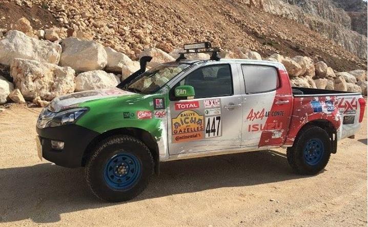 Kitpower sur le podium du rallye Aicha des Gazelles 2013 sur Isuzu Dmax